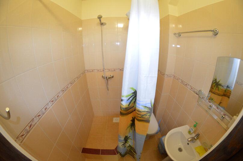 2-x номер с одной  двуспальной кроватью , Черноморская улица, 20, Береговое, Феодосия - Фотография 3