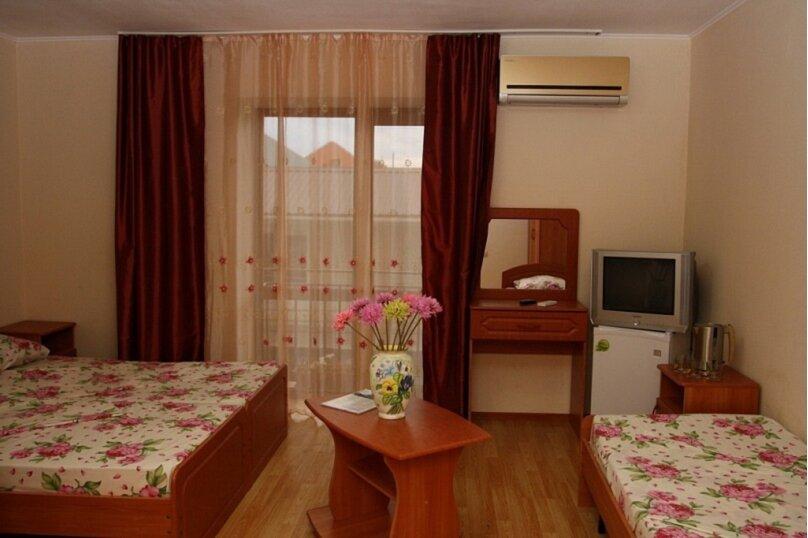 3х-местный Улучшенный с балконом + 1 доп.место (детям до 12 лет), Центральная улица, 1Б, Витязево - Фотография 1