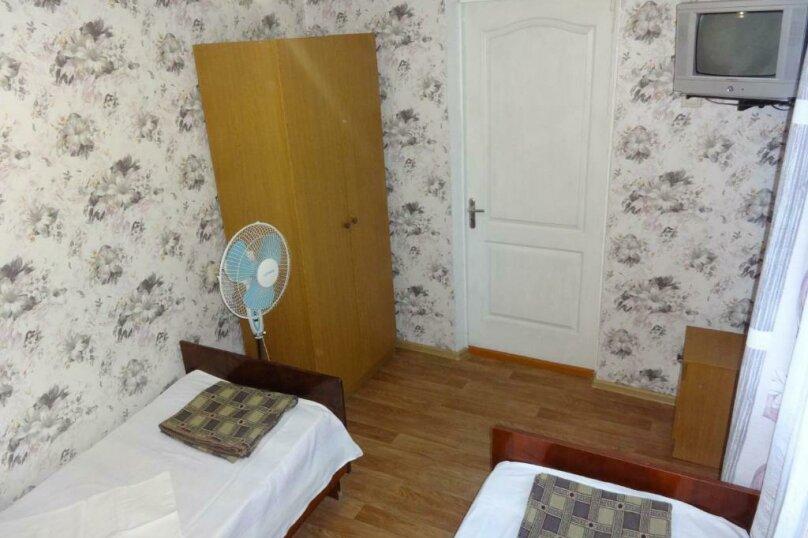 Бюджетный двухместный номер с 2 отдельными кроватями и кондиционером, Тракторная улица, 9, Витязево - Фотография 2