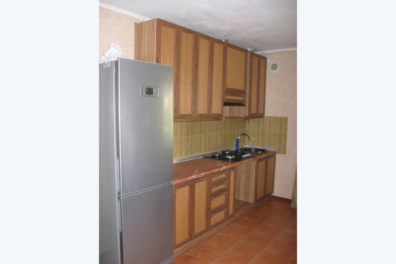 Часть дома с отдельным входом, второй этаж, 40 кв.м. на 4 человека, 1 спальня, улица Саранчева, 13, Алушта - Фотография 3