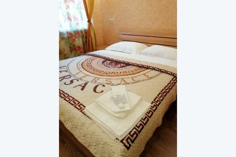 """Мини-отель """"Holiday House"""", улица Зур Урам, 8 на 5 номеров - Фотография 1"""