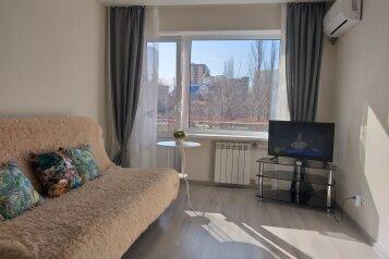 1-комн. квартира, 31 кв.м. на 4 человека, героев Десантников, 21, Новороссийск - Фотография 1