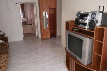 2-комн. квартира, 47 кв.м. на 6 человек, улица имени Н.П. Полетаева, 5, Златоуст - Фотография 1