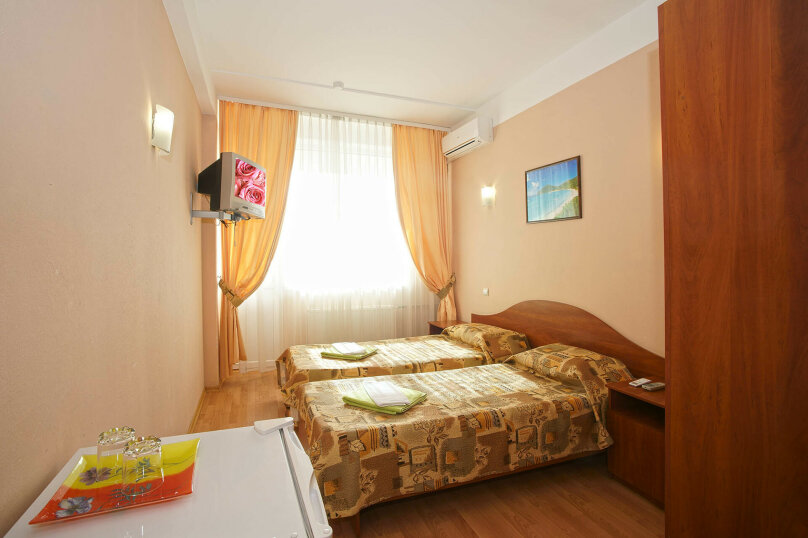 2-х комнатный стандарт, ул. Щорса, 19, Ялта - Фотография 1