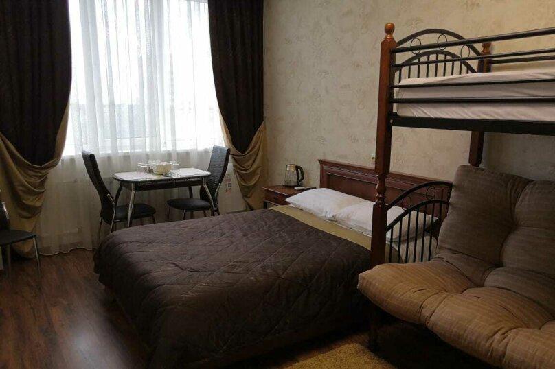 Четырехместный с дополнительной кроватью, Посьетская улица, 14, Владивосток - Фотография 1