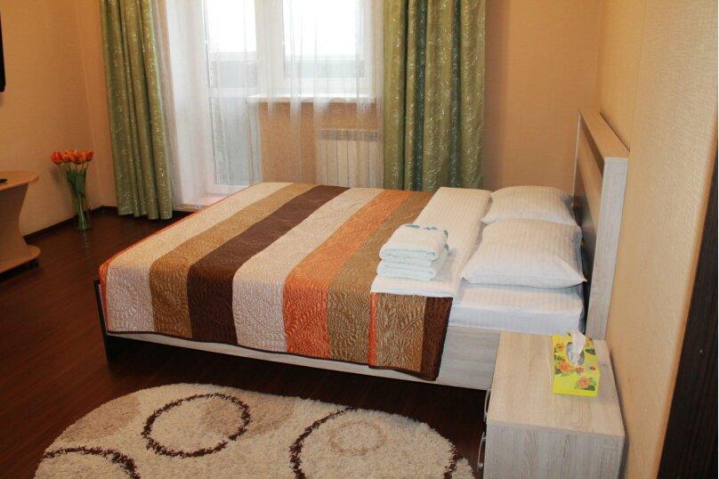 2-комн. квартира, 55 кв.м. на 4 человека, улица Истомина, 22А, Хабаровск - Фотография 1