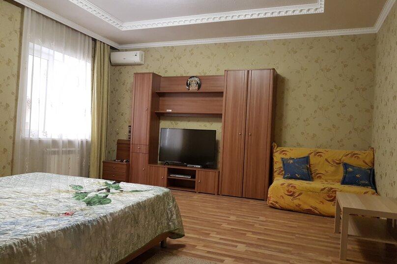 1-комн. квартира, 50 кв.м. на 5 человек, улица Воина Шембелиди, 9, Витязево - Фотография 1