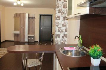 2-комн. квартира, 45 кв.м. на 4 человека, улица Войкова, 8, Хабаровск - Фотография 1