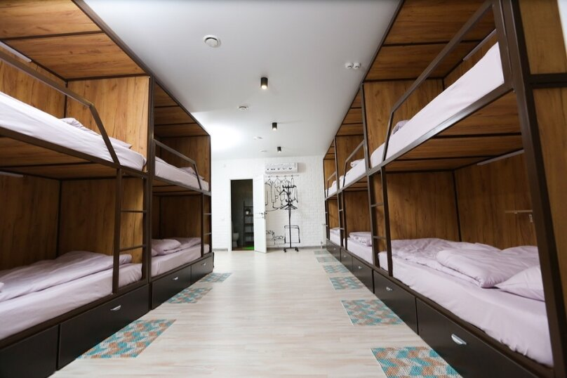 Кровать в 10-ти местном номере 2, улица Чернышевского, 3, Омск - Фотография 1