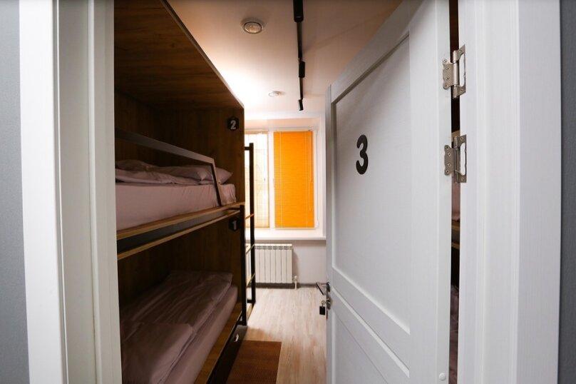 Кровать в четырехместном женском номере, улица Чернышевского, 3, Омск - Фотография 1