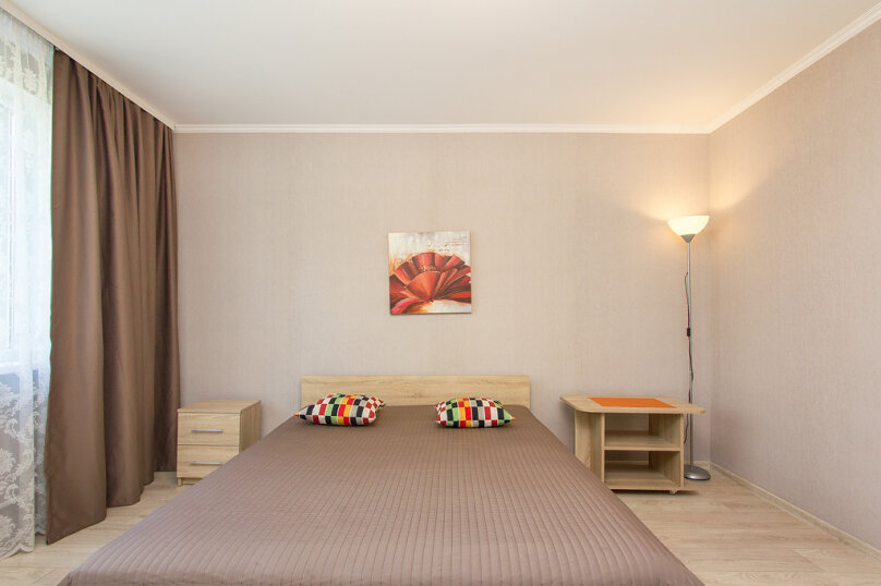 2-комн. квартира, 60 кв.м. на 4 человека, улица Багратиона, 138, Калининград - Фотография 1