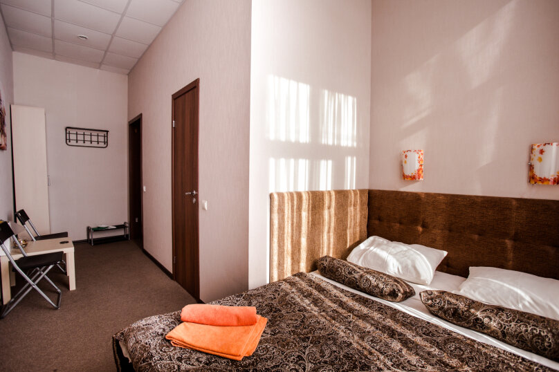 Стандартный номер с двуспальной кроватью, проспект КИМа, 6, Санкт-Петербург - Фотография 1