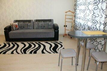 1-комн. квартира, 32 кв.м. на 3 человека, Ленинградская улица, 56Б, Хабаровск - Фотография 1