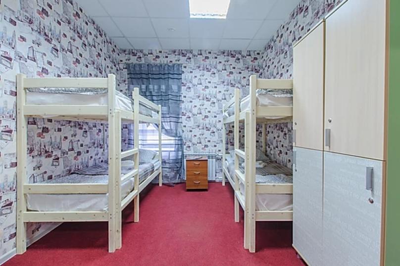 Кровать в мужском 4-х местном номере , Каменноостровский проспект, 10Б, Санкт-Петербург - Фотография 1