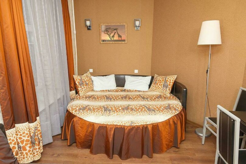 Двухместный номер «Комфорт» с 1 кроватью и диваном, Лиговский проспект, 44, Санкт-Петербург - Фотография 1