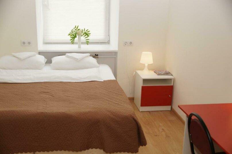 Двухместный номер с одной большой кроватью и общей ванной комнатой, 5-й проезд Подбельского, 4А, Москва - Фотография 1
