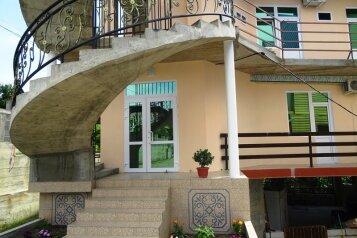 Мини-гостиница «1000 Роз у Сусанны», Алтайская улица, 12 на 9 комнат - Фотография 1