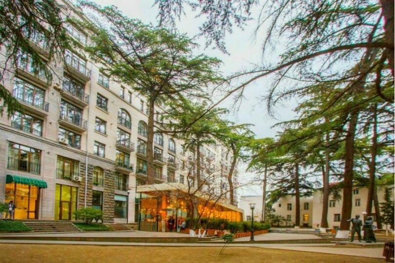 2-комн. квартира, 45 кв.м. на 3 человека, улица 9-го Апреля, 3, Тбилиси - Фотография 2