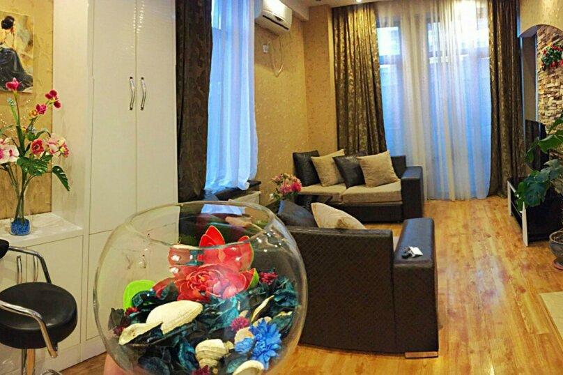 2-комн. квартира, 45 кв.м. на 3 человека, улица 9-го Апреля, 3, Тбилиси - Фотография 13