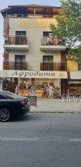"Гостиница ""Афродита"", Гребенская улица, 31 на 14 комнат - Фотография 1"