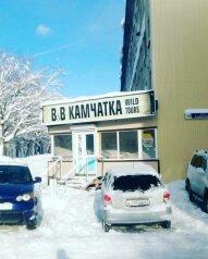 """Хостел """"Bed & Breakfast Kamchatka-Wild Tours"""", улица Тушканова, 12 на 8 номеров - Фотография 1"""