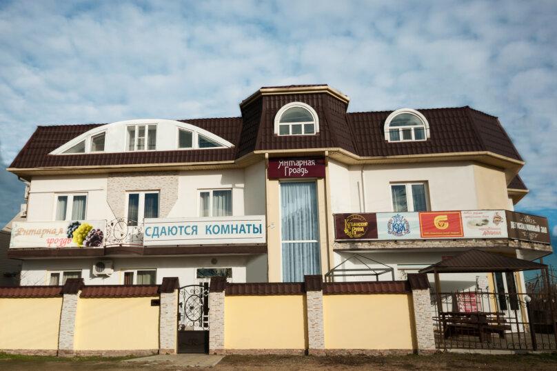"""Гостевой дом """"Янтарная гроздь"""", Высотная улица, 2 на 14 комнат - Фотография 1"""