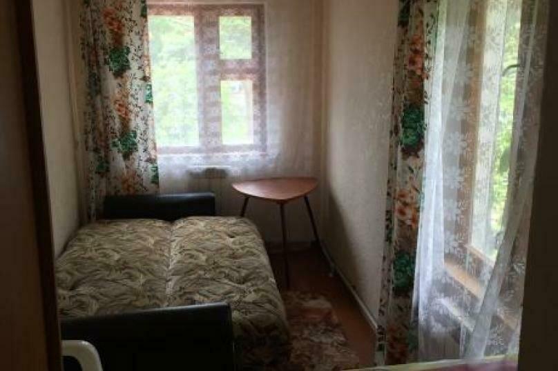 Комната на втором этаже , улица Токмаковского, 19, Ялта - Фотография 2