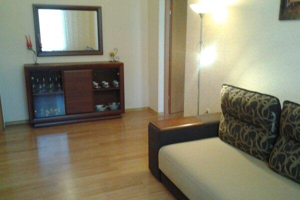 2-комн. квартира, 60 кв.м. на 5 человек, проспект Нахимова, 7, Севастополь - Фотография 1