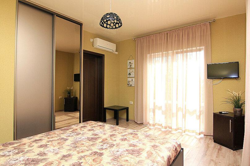 Двухместный номер с 1 кроватью и балконом (для 3 взрослых), Ульяновская улица, 41, Геленджик - Фотография 2