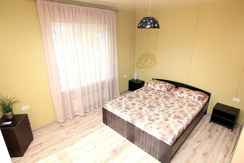 Двухместный номер с 1 кроватью и балконом (для 3 взрослых), Ульяновская улица, 41, Геленджик - Фотография 1