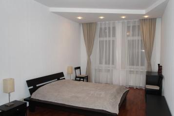 3-комн. квартира, 90 кв.м. на 7 человек, улица Воскова, 6, Санкт-Петербург - Фотография 1
