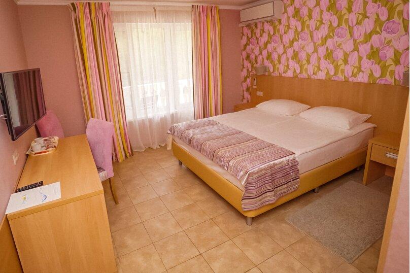 Двухместный номер с балконом с доп.местом (раскладная кровать евро), Таллинская улица, 46/28, Лоо - Фотография 1
