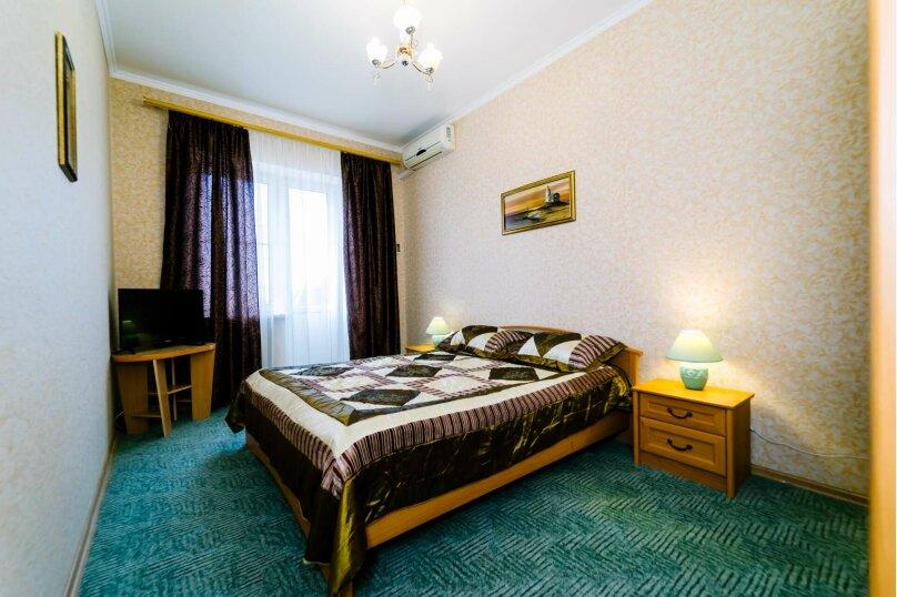 2-комнатный 4-местный люкс 2-йэтаж с балконом, Высотная улица, 2, Голубицкая - Фотография 1