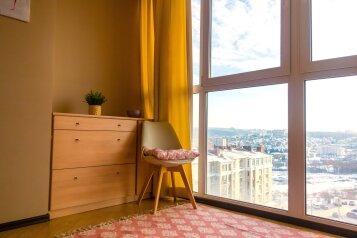 2-комн. квартира, 65 кв.м. на 6 человек, улица Академика А.Н. Крылова, 5, Чебоксары - Фотография 1