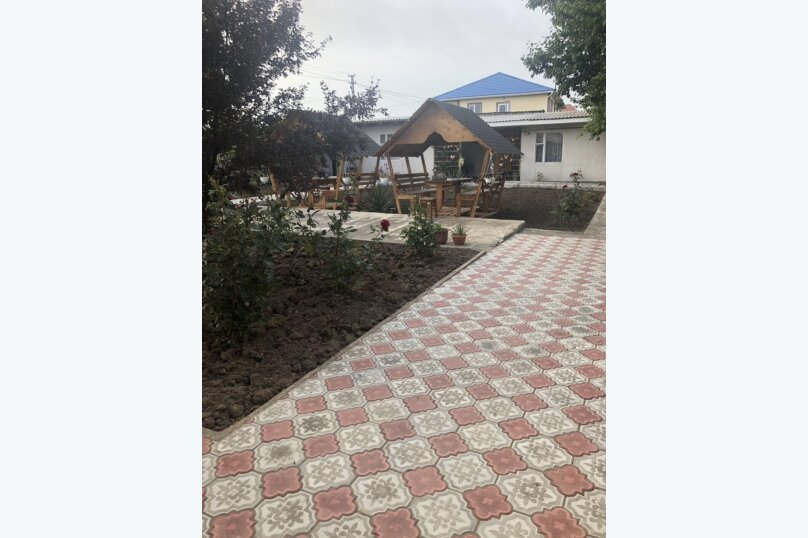 """Гостевой дом """"Уютный дворик"""", улица 70 лет Октября, 2 на 10 комнат - Фотография 17"""