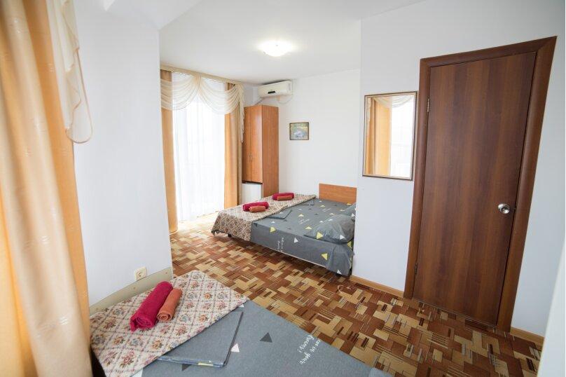 Улучшенный стандарт 3-х местный, с доп. местом, Понтийская, 19, Витязево - Фотография 1