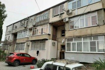 2-комн. квартира, 40 кв.м. на 4 человека, улица Абазгаа, 37/1, Гагра - Фотография 1