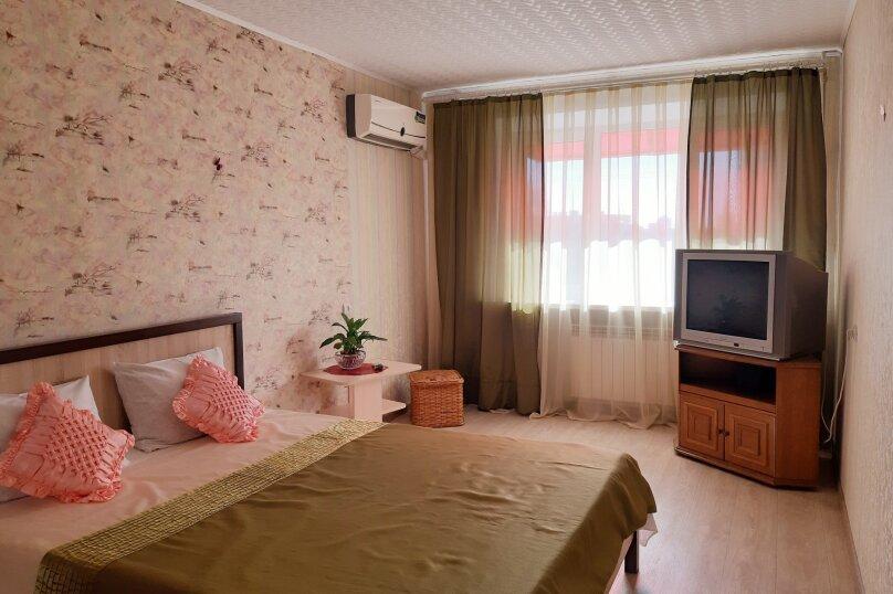2-комн. квартира, 47 кв.м. на 4 человека, улица Чапаева, 8, Волгоград - Фотография 1