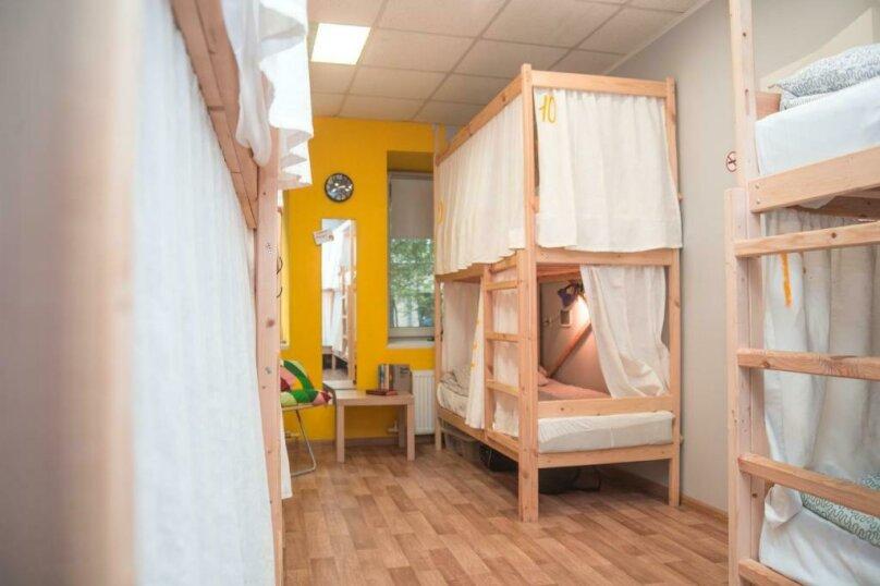 Кровать в общем номере для мужчин и женщин с 10 кроватями, Казанская улица, 8-10, Санкт-Петербург - Фотография 1