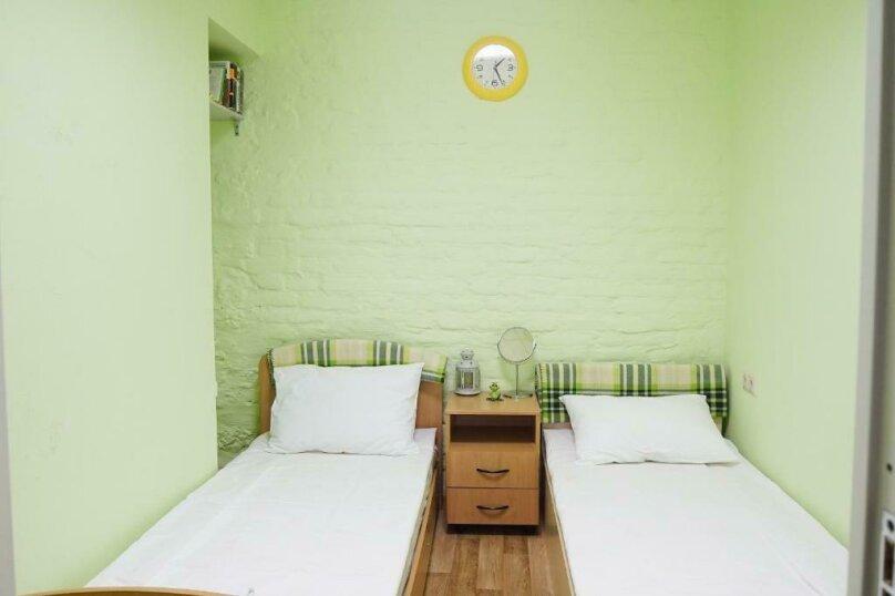 Бюджетный двухместный номер с 2 отдельными кроватями (без окна), Казанская улица, 8-10, Санкт-Петербург - Фотография 1