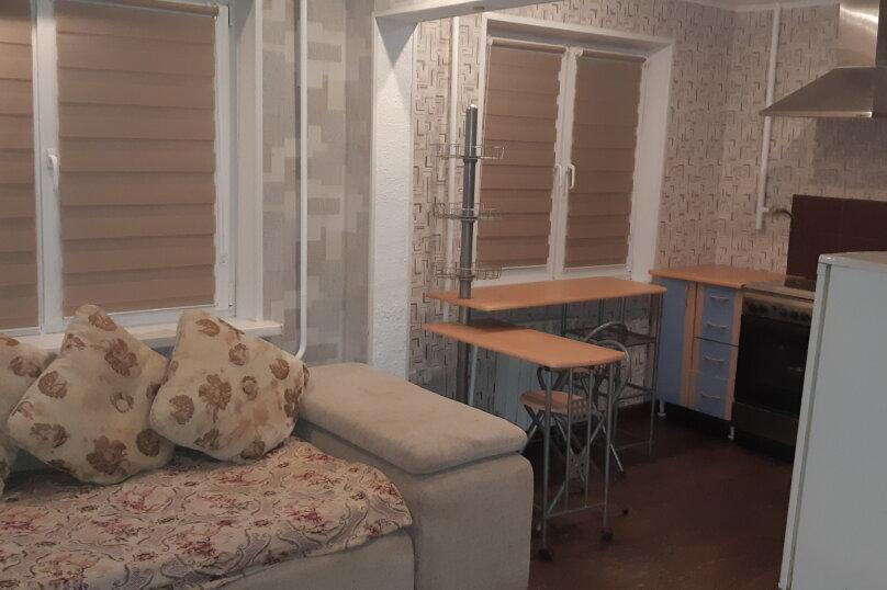 1-комн. квартира, 32 кв.м. на 4 человека, улица Анатолия Гладкова, 9, Красноярск - Фотография 3