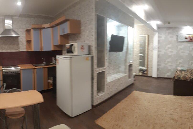 1-комн. квартира, 32 кв.м. на 4 человека, улица Анатолия Гладкова, 9, Красноярск - Фотография 8