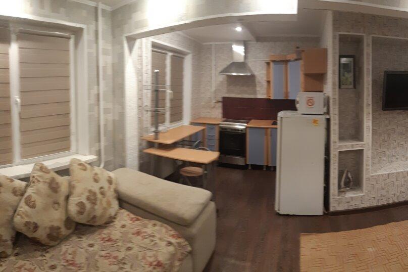 1-комн. квартира, 32 кв.м. на 4 человека, улица Анатолия Гладкова, 9, Красноярск - Фотография 9