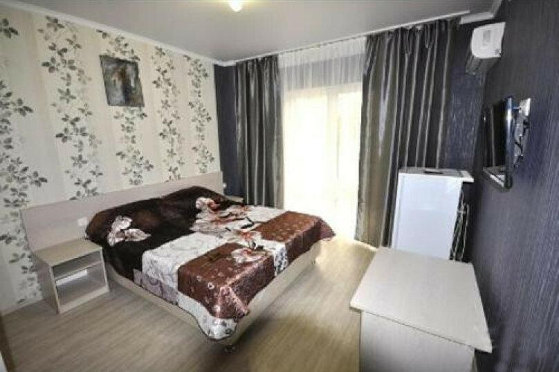 Двухместный номер Делюкс с 1 кроватью или 2 отдельными кроватями и балконом, мкр. Жемчужный, 2/А, Кабардинка - Фотография 1