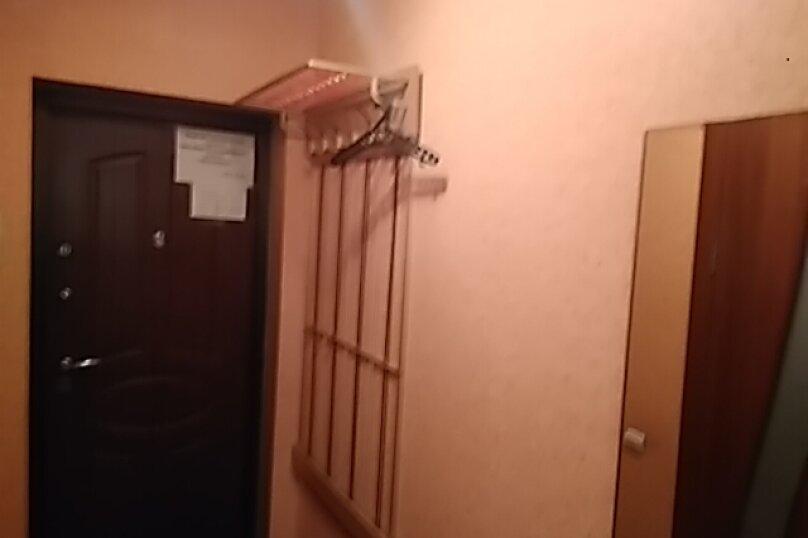 1-комн. квартира, 32 кв.м. на 4 человека, улица Александра Матросова, 6, Красноярск - Фотография 2