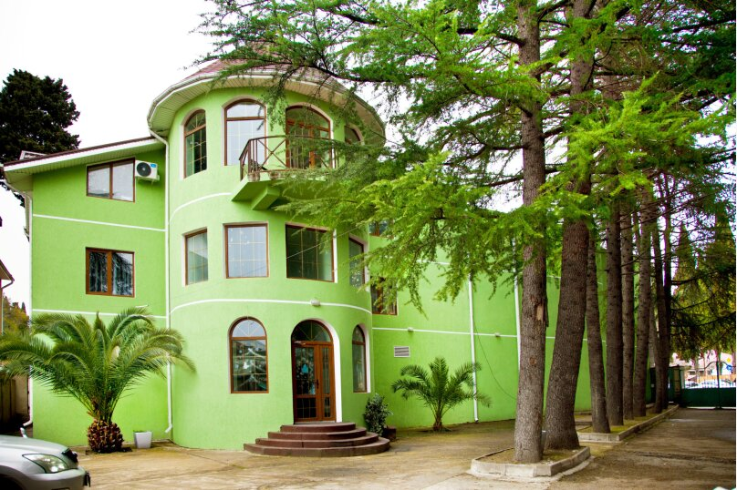 """Гостевой дом """"GREEN guest house"""", улица Тюльпанов, 4Г на 8 комнат - Фотография 1"""