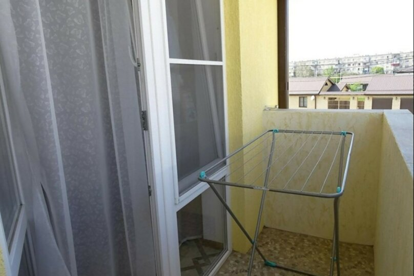 4-х местный, улица Воина Шембелиди, 10, Витязево - Фотография 6