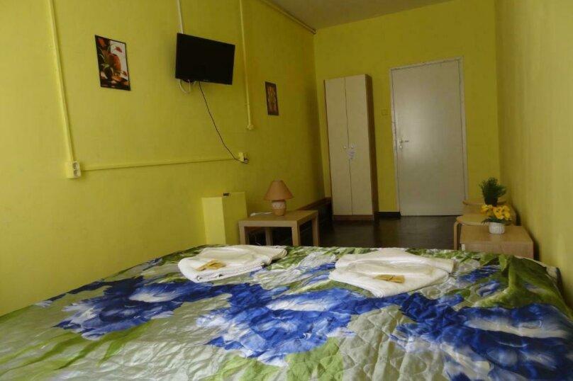 Двухместный номер с 1 кроватью и общей ванной комнатой, Невский проспект, 126/2, Санкт-Петербург - Фотография 1