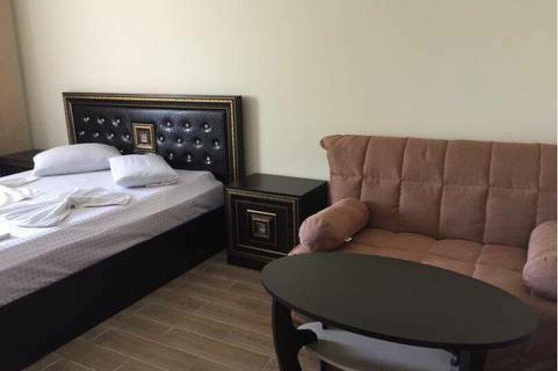 Комфортный номер с кроватью king-size, Львовская улица, 52/12, Вардане - Фотография 1