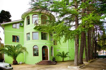 """Гостевой дом """"GREEN guest house"""", улица Тюльпанов, 4Г на 7 комнат - Фотография 1"""